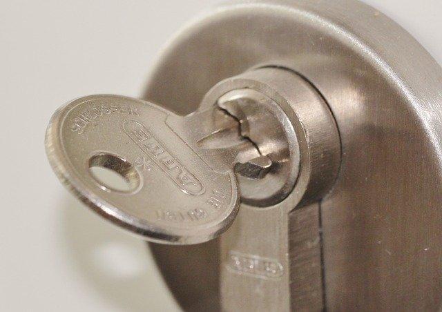 door-lock-407427_640